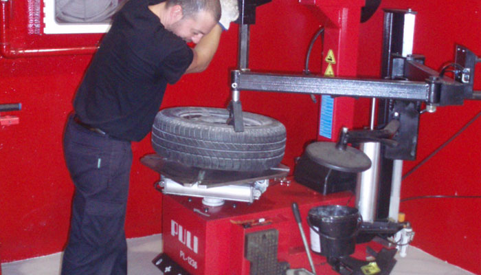 Tyre Changer- custumer operation corner